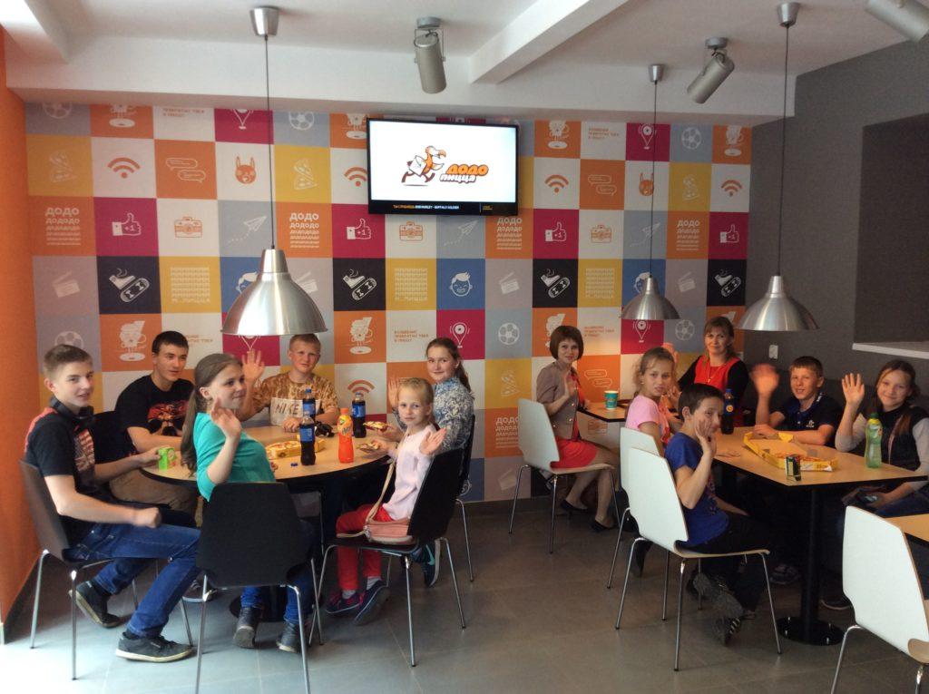Гости пиццерии малого города Вельска