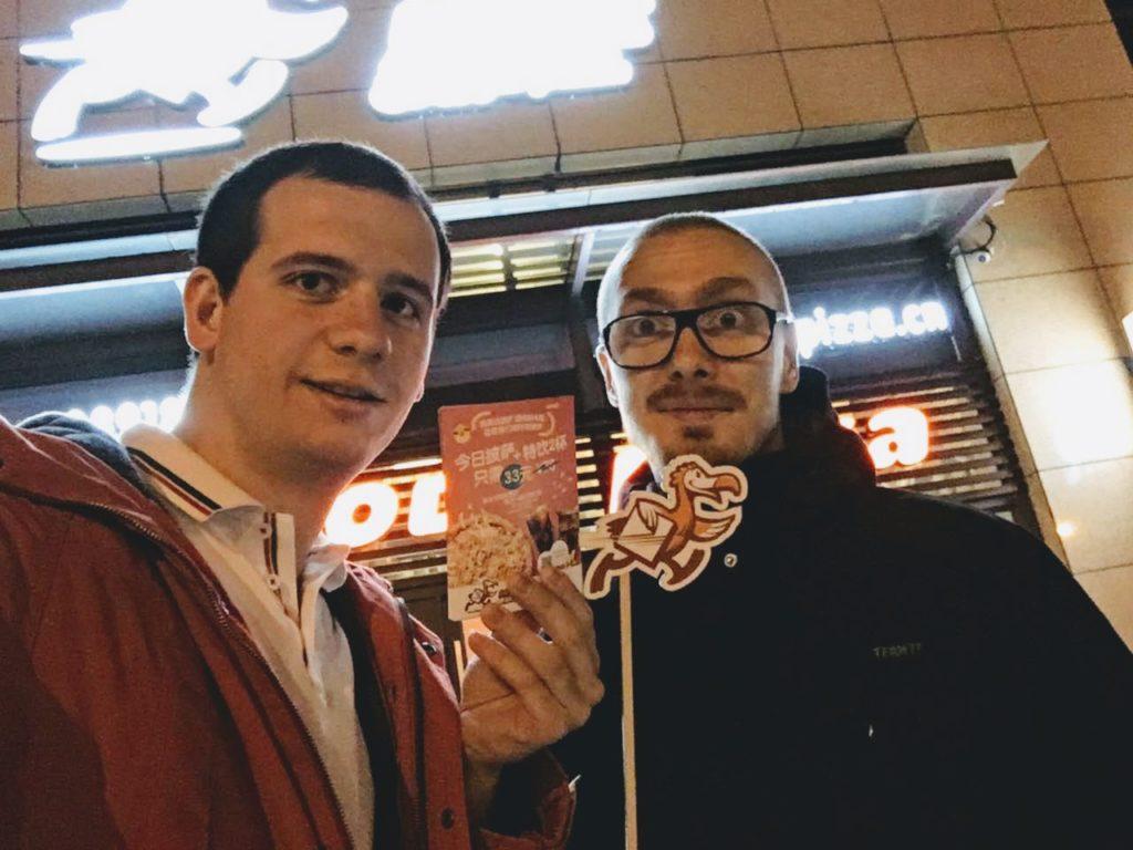 Это мы в Китае: я, Руслан и Додо